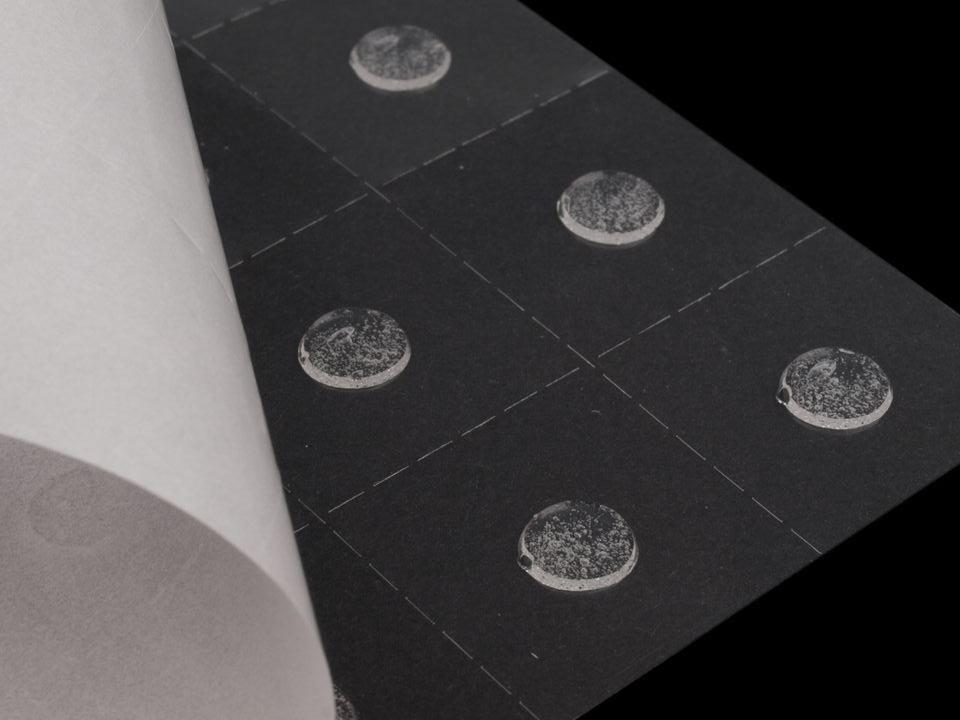 Lepidlo vhodné na scrapbooking i cardmaking Gelové tečky 10 mm nezařazeno